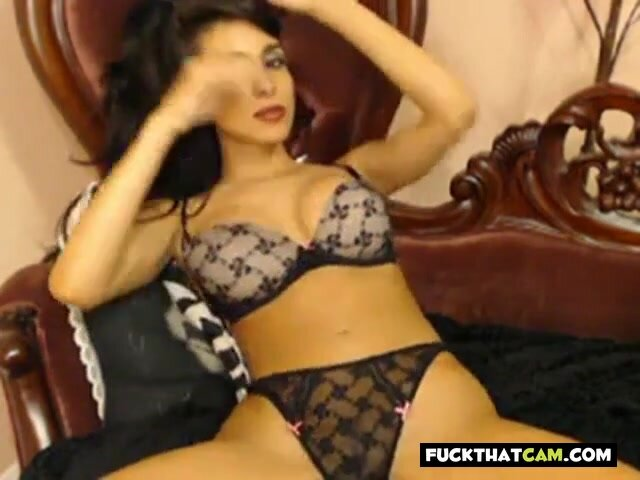 Hottest Cam Girl Idelsy Plays with her Pussy