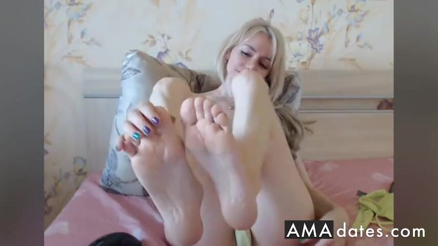 Perfect Wrinkled Soles In Face Blond Cam NO SOUND